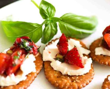 Strawberry Pretzel Crostini